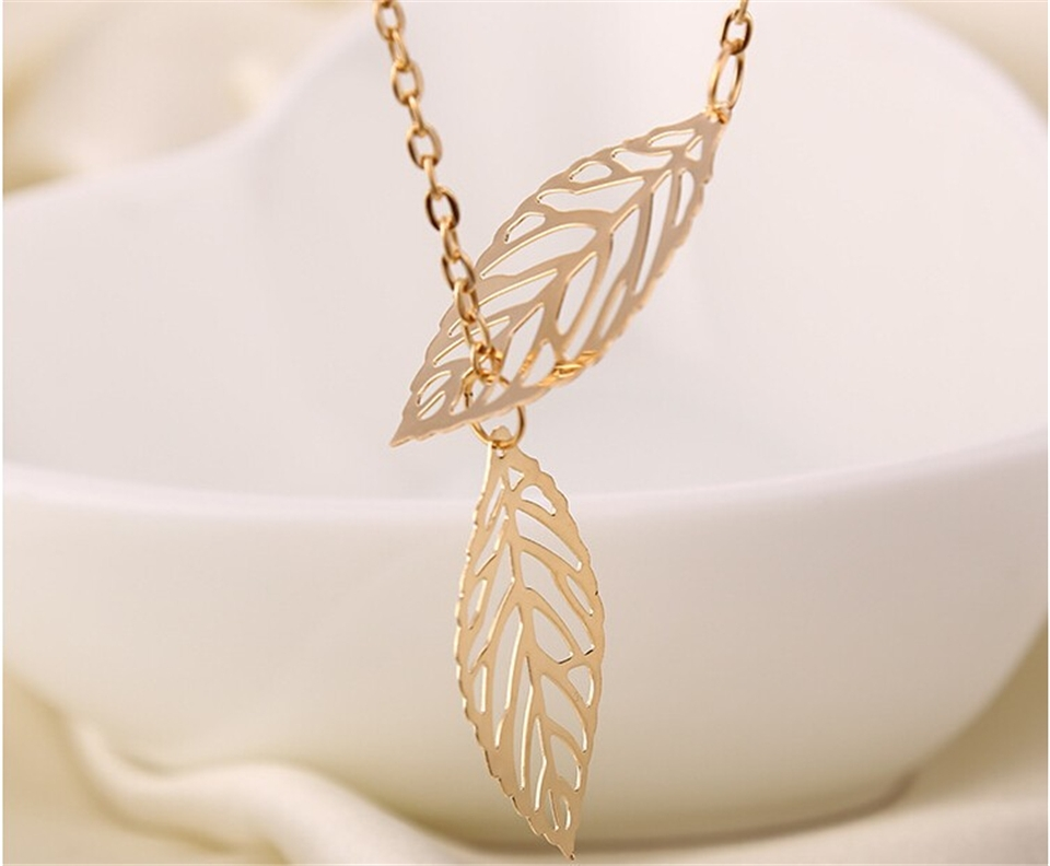 2017 Fashion Jewelry Mori Metal Hollow Leaves Double Leaves Short Necklace Lock Bone Chain Gifts Color Random One size 9