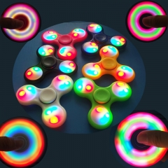 1X LED Glow in the Dark Hand Spinner Tri Fidget Focus Relife Tool Desk Toys Gifts Party Home toys Red one size