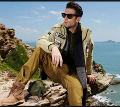 A JEEP man's hooded cotton jacket with a coat with a handsome jacket khaki m