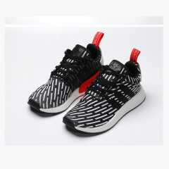 Sport shoes are popular for both men and women to wear popular shoes Black spots 36