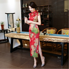 The new China embroidered long qipao dress is a high-end luxury v-neck dress dress 910 M