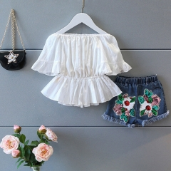 The new girl has a chiffon blouse and embroidered denim shorts and a stylish suit white 7(100cm)