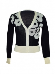 Black and cream  V neck women's long sleeved sweater black and cream m
