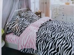 Classical Cotton Printed Duvet with 2 Pillow Cases & 1 Bed Sheet Black & White 6*6